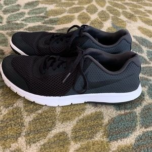 Youth Nike flex experience tennis shoes size yth 6